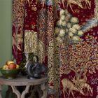 The Brook Tapestry Red Sammet Gardinlängd